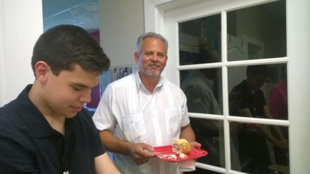 Luis mentors Alberto's disccernment