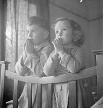 256px-Luxembourgers_in_England-_Evacuees_in_Surrey,_1942_D11110